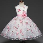 d9533e5c3b28 Dievčenské oblečenie a obuv na svadbu - snehovo biela