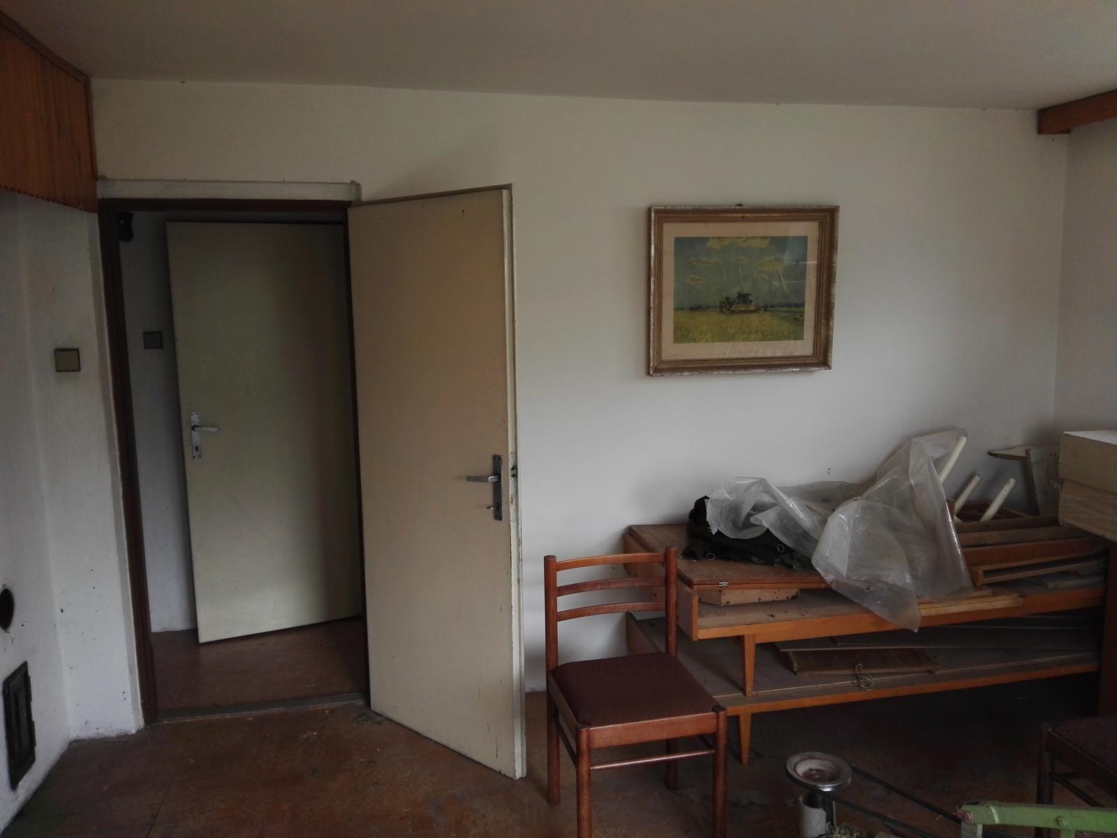 Rekonstrukcia RD - Na metri štvorcovom 4 ks dverí, kde sa nikdy nedali otvoriť viac než jedny  + napravo poschodová postel pre anorektikov
