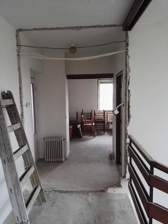 Tie vybúrané dvere na hornej chodbe asi ani nemám odfotené (ale boli tam)