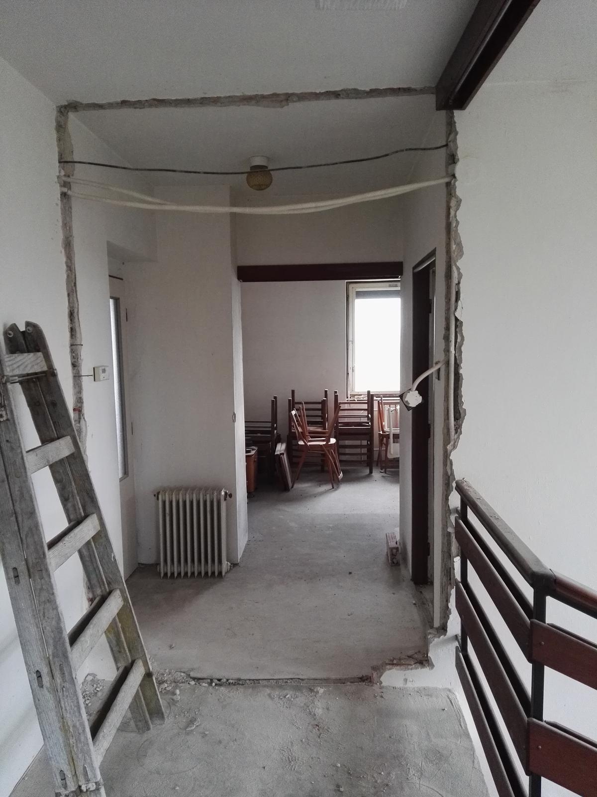 Rekonstrukcia RD - Tie vybúrané dvere na hornej chodbe asi ani nemám odfotené (ale boli tam)