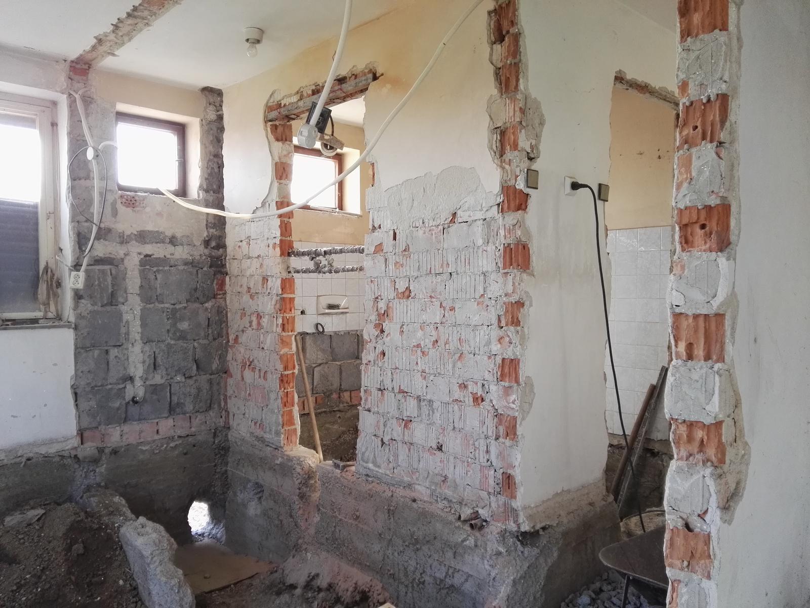 Rekonstrukcia RD - Po čase vysvitlo, že tieto steny som mal zbúrať rovno všetky :) život by bol jednoduchší