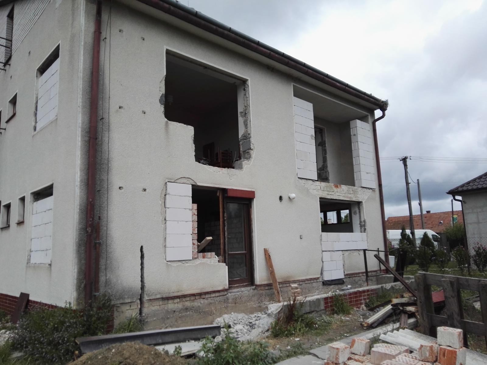 Rekonstrukcia RD - Ďalšie okno sa mení, sused mi kričí zo zahrady, či staviame, alebo plánujeme iba burať naveky :D mudrlant