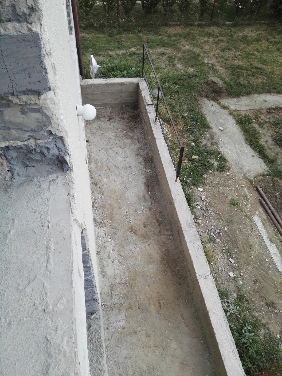 Rekonstrukcia RD - Bordel z terasy vyvozený (už asi piaty-apevne verím posledný krát) - EDIT: jasné že je tam už za 10 furikov nasypaných odvtedy