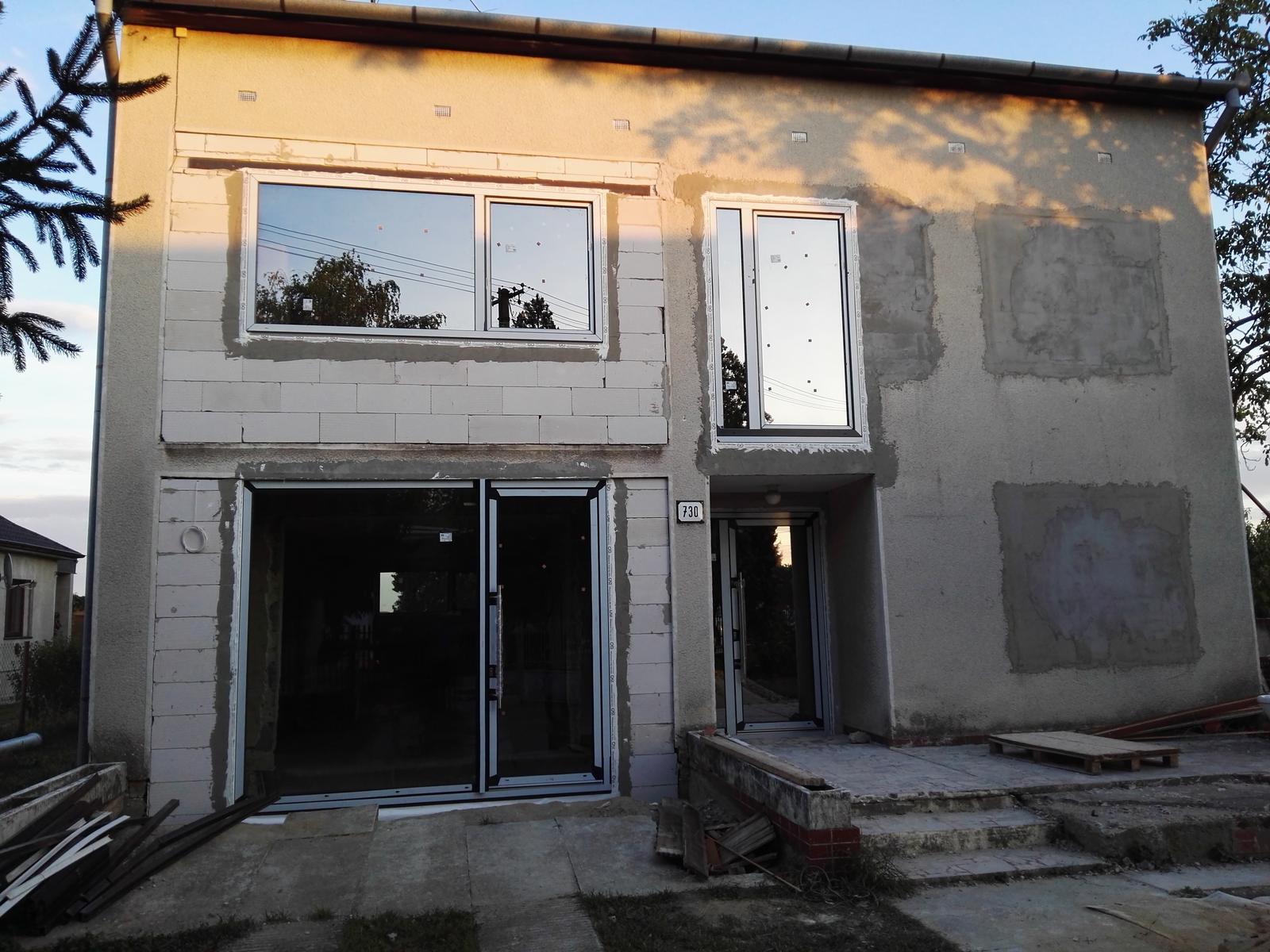 Rekonstrukcia RD - Dobojovaneee!! Všetky okná sa viac-menej úspešne podarilo osadiť