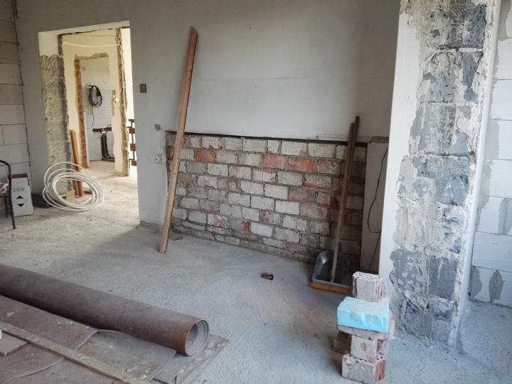 O kopu tehál v dome menej, na tej stene by mala byť telka (predtým radiator)
