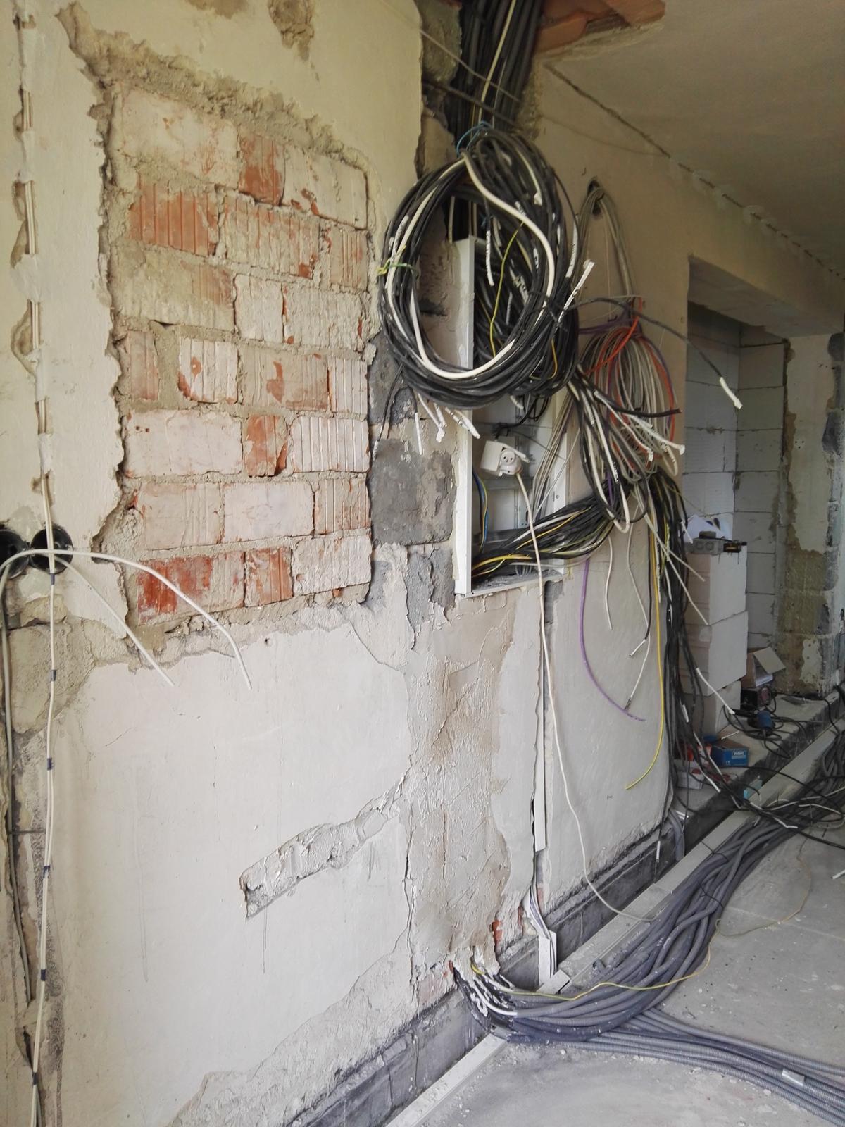 Rekonstrukcia RD - Zredukovali sme pocet rozvadzacov o 50%, po polrocnej sage s nazvom elektrika.