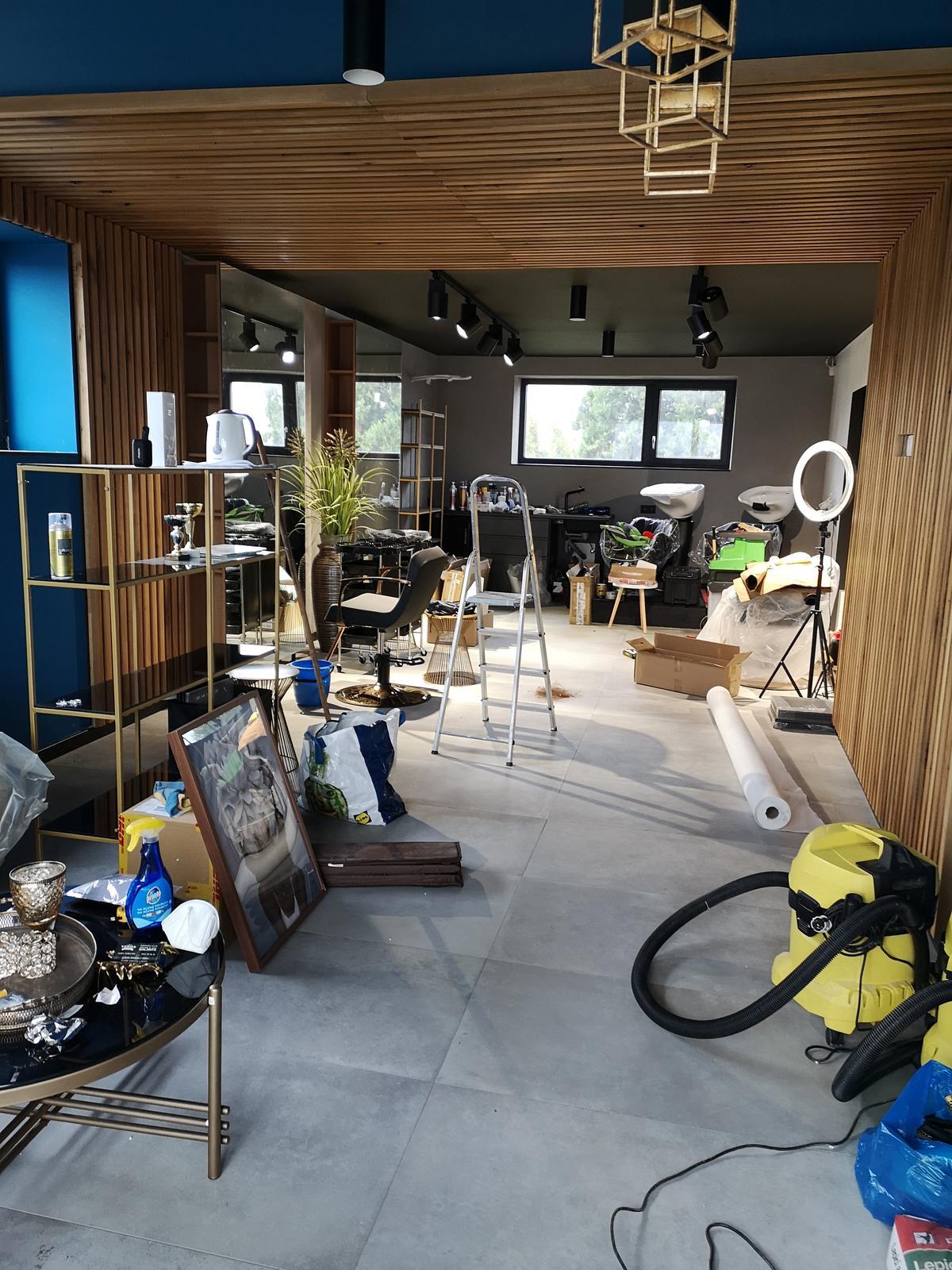 Rekonstrukcia RD - Dedinsky salon posledne doladovacky