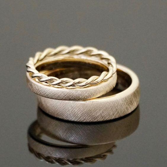 ♥M+P♥ Přípravy - Snubní prsteny vybrány a zadány na zakázku zlatníkovi, akorát nebudou zlaté, ale na přání snoubence budou dvoubarevné kombinace bílého a růžového zlata :-) už se na ně moc těším.