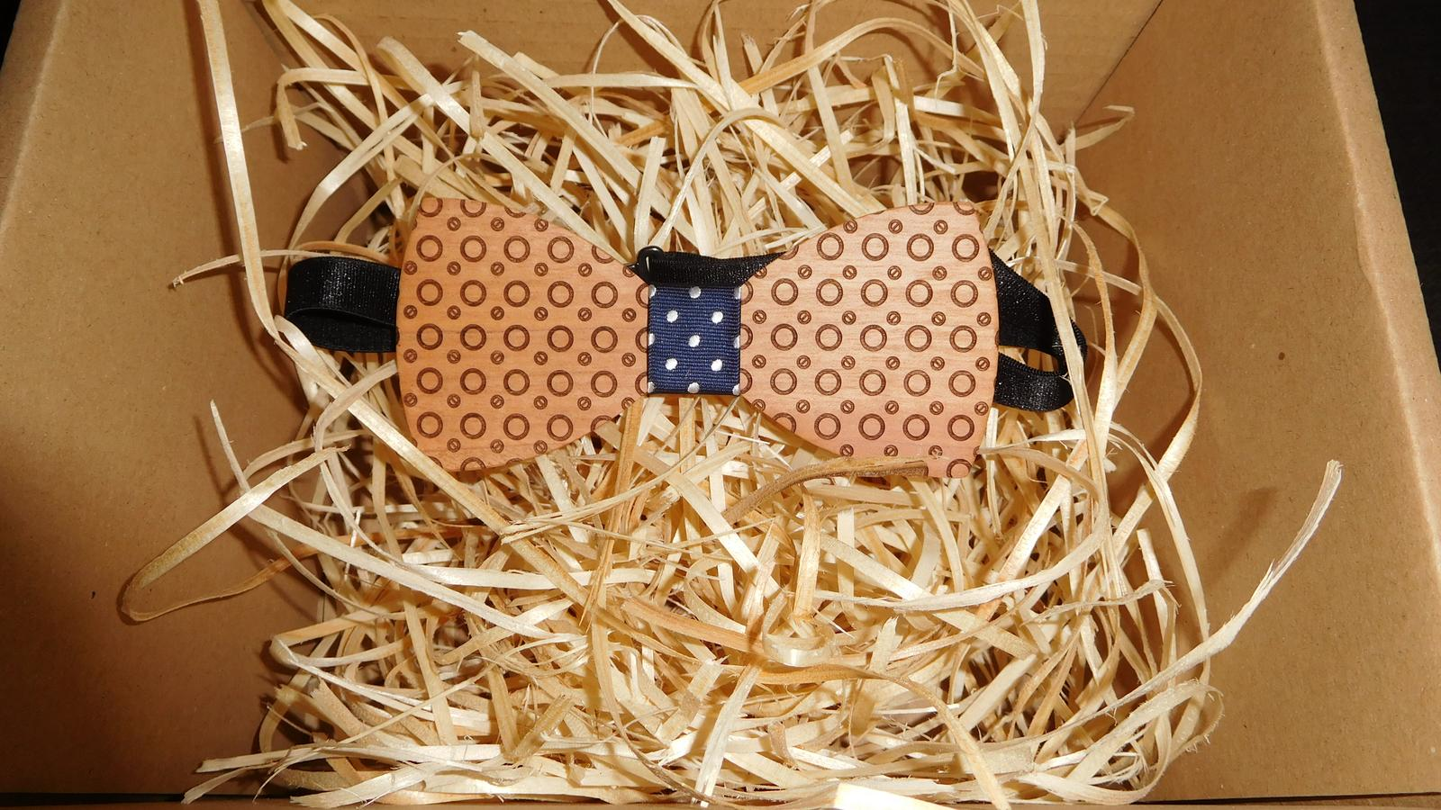 ♥M+P♥ Přípravy - Dřevěný motýlek koupený pro mého ženicha :-)