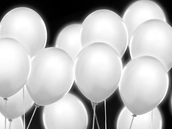 ♥M+P♥ Přípravy - Svítící led balonky na večer na venkovní parket :-)