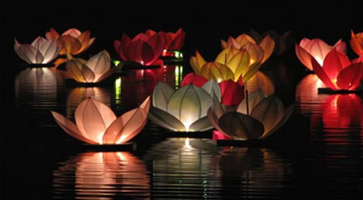 ♥M+P♥ Přípravy - Na místě je jezírko, vodní lampiónky na večer byla jasná volba :-)