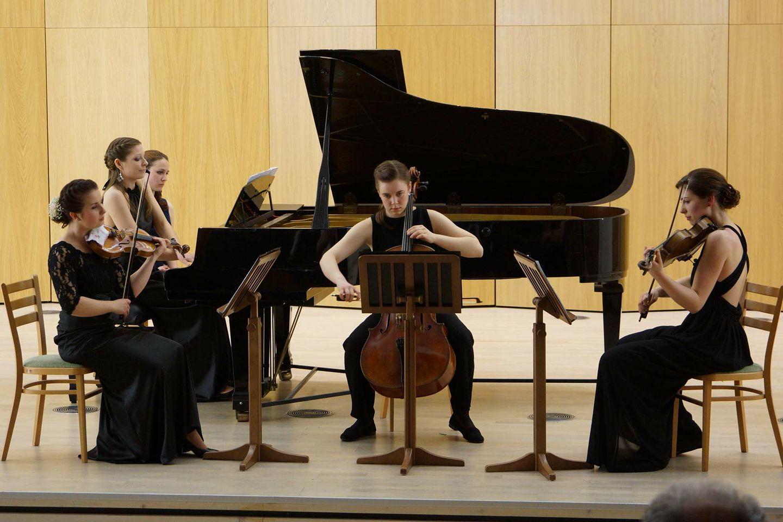 ♥M+P♥ Přípravy - Weding Kvartet v podání úžasné osoby Marty Hanákové, tento smyčcový kvartet nám bude hrát na obřadě to bude atmosféra :-)