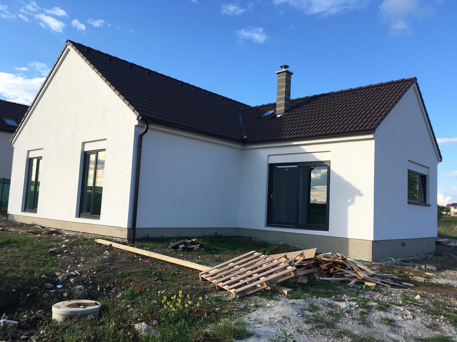 Monika {{_AND_}}Pavel - Po 2 letech svatby se nám staví dům a jsme šťastná rodinka...:-)