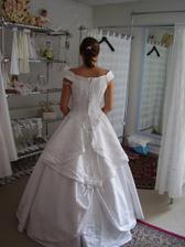 šaty č.1 zezadu...hmm