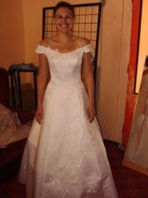 šaty č. 5 - taky nejsou špatné - jen rozšiřůjí :-(