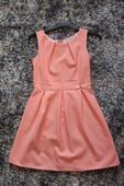 Ružové šaty, M