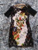 Šaty s kvetmi a čipkou, 42