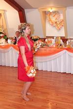 Kedže som na hadzanie kytice v svadobnych šatách pozabudla tak som kyticu hadzala po redovom...Aspon som mala troška zmeny ako ine nevestičky...