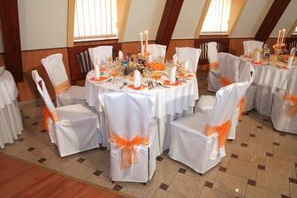 Krásne stoly...presne podľa predstav a požiadaviek ake sme mali...skvelý personál...