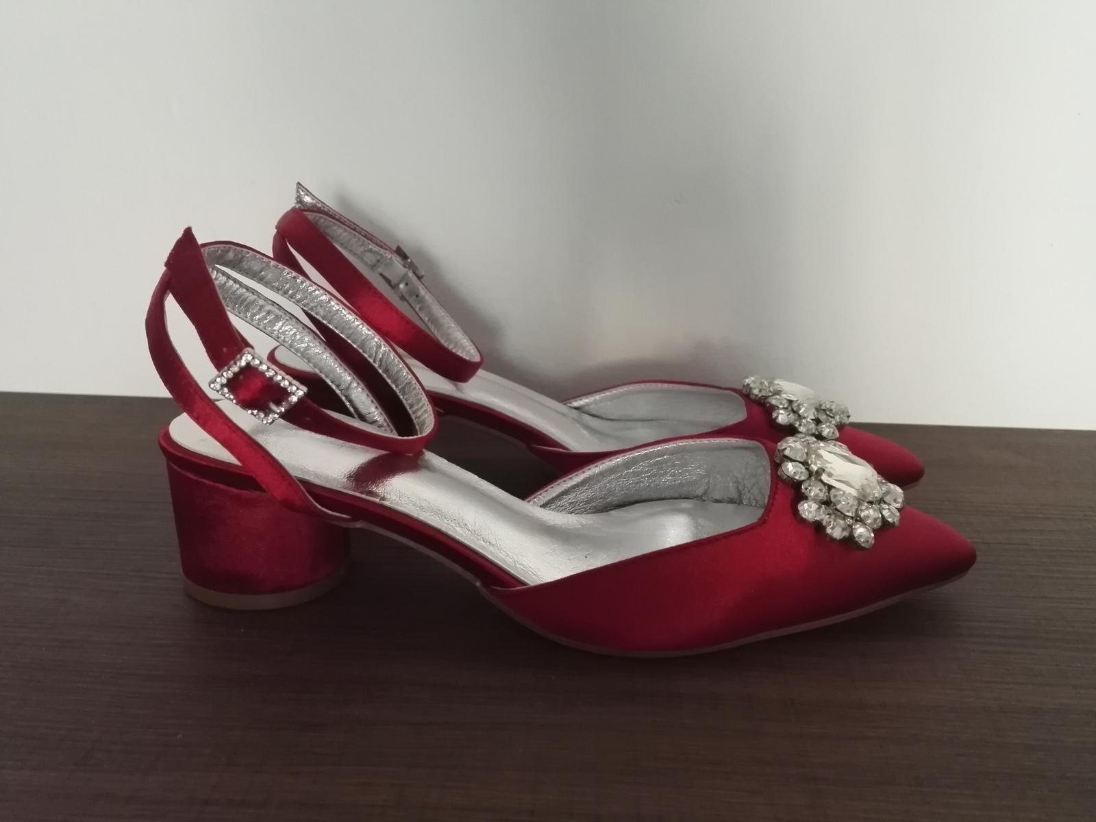 Červené topánky - Obrázok č. 2