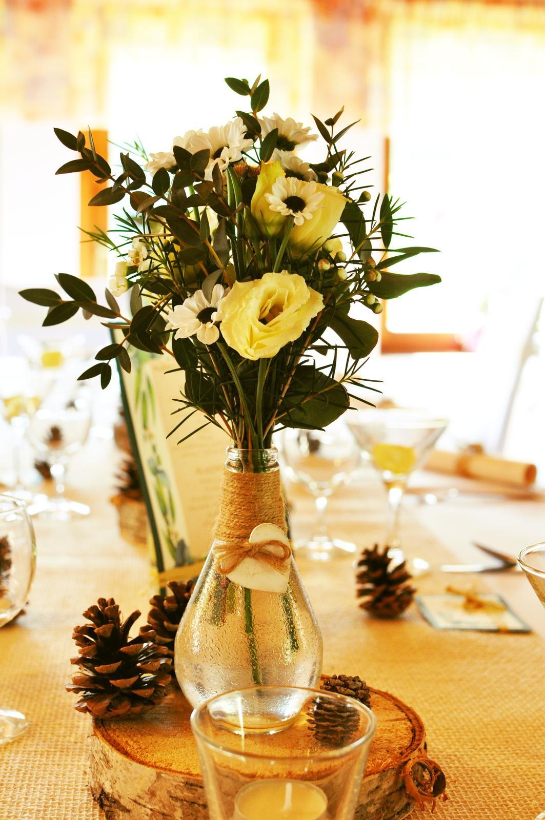 Vázičky na svatební stůl s jutou a srdíčkem - Obrázek č. 1