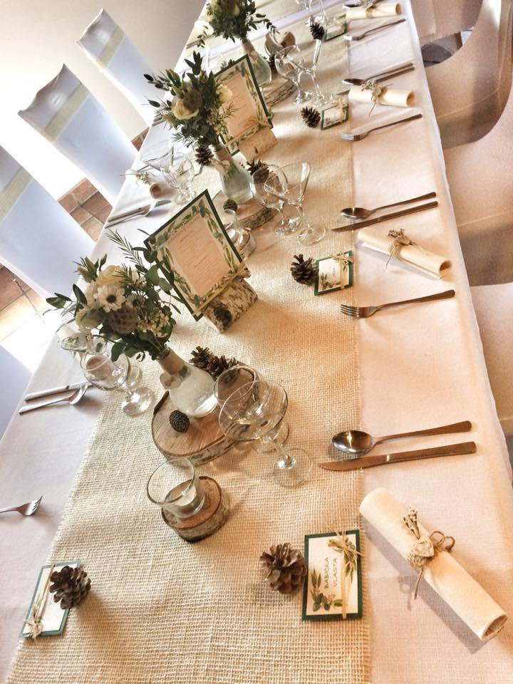 Vázičky na svatební stůl s jutou a srdíčkem - Obrázek č. 2