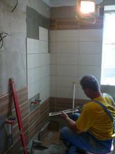 no a tu sa nám už pracuje na obklade v kúpeľke...