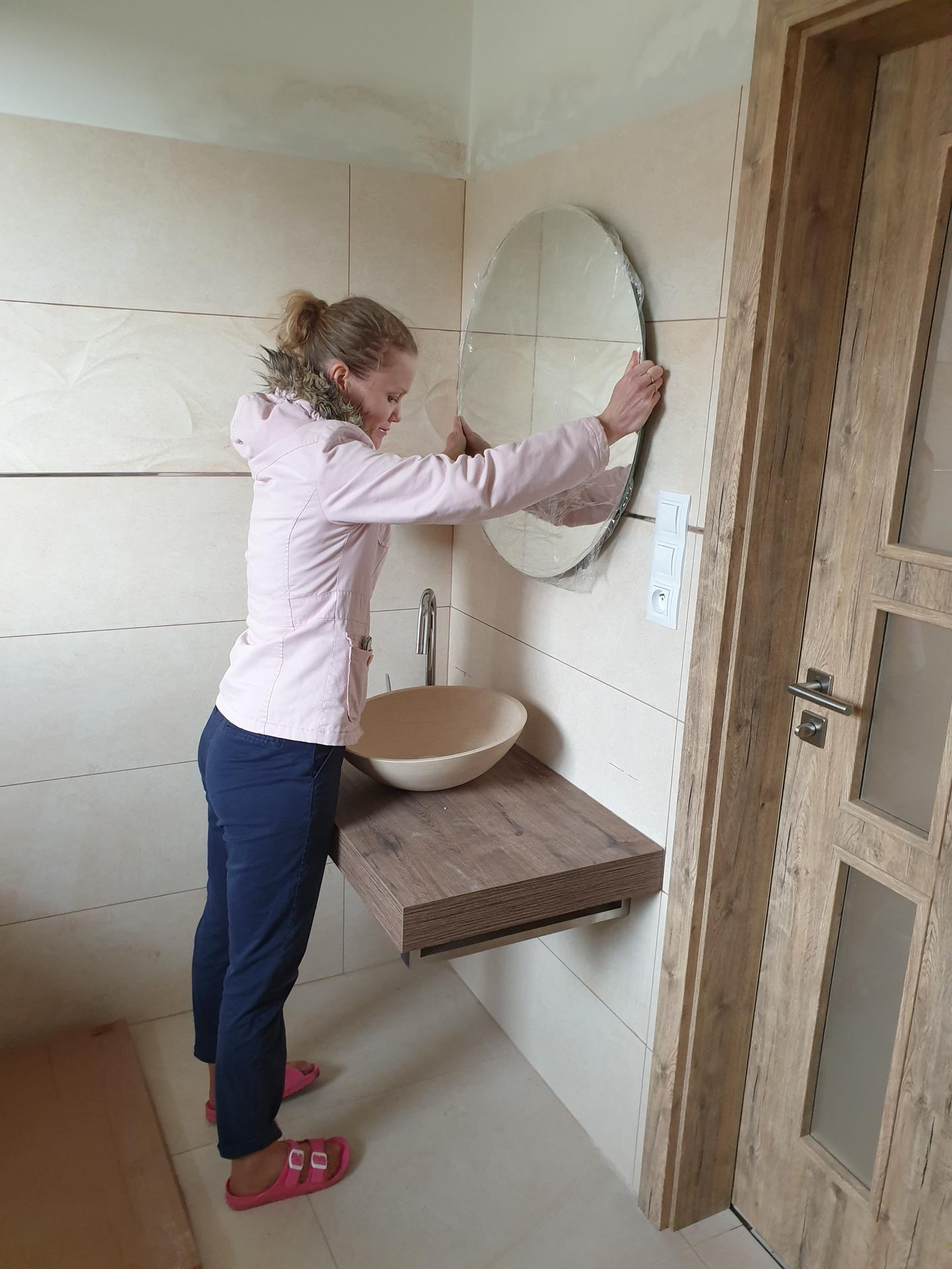 Koupelna - Deska příjde posunout o cca 10cm výš (vodáci se nezamysleli - bohužel :D)