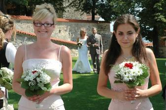 vpravo sestřička, vlevo kamarádka Míša